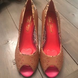 Poetic License Dilly Dally Brownstone Peep toe 10